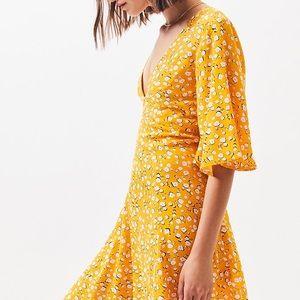 NWT MINKPINK summer daisy tea dress size Small